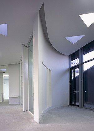 Онкологический центр Мэгги Больницы Виктории. Интерьер. Фото © Werner Huthmacher