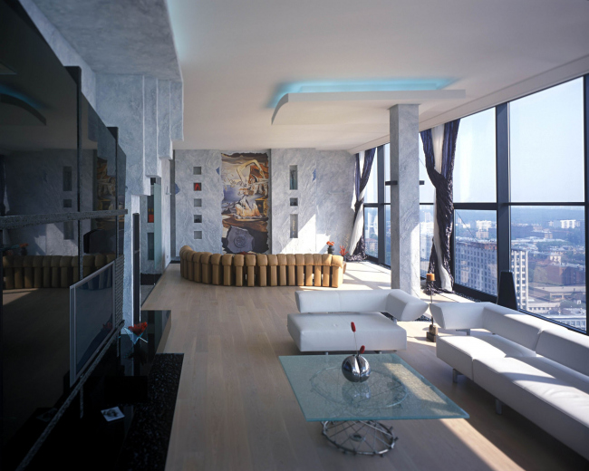 Двухэтажный пентхаус в жилом комплексе «Соколиное Гнездо». Реализация, 2003 © Архитектурная мастерская Сергея Эстрина
