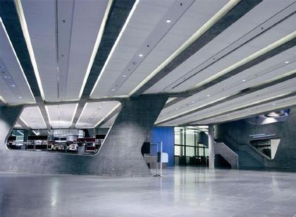 Заха Хадид. Здание администрации завода BMW. Лейпциг