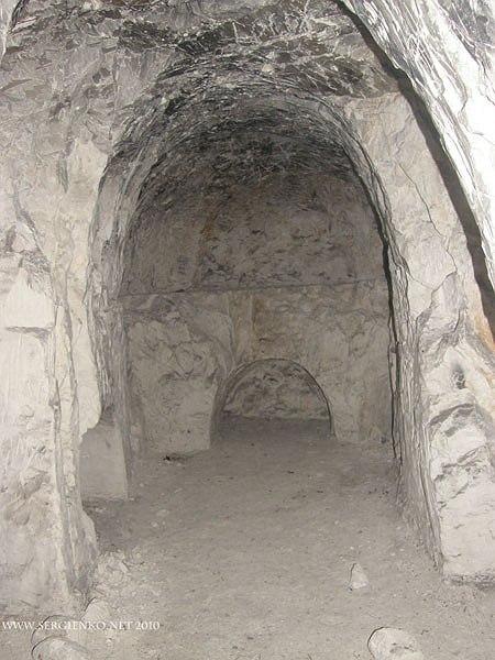Древний скитский, пещерный монастырь под селом Наугольное. Фото: disi.org.ua