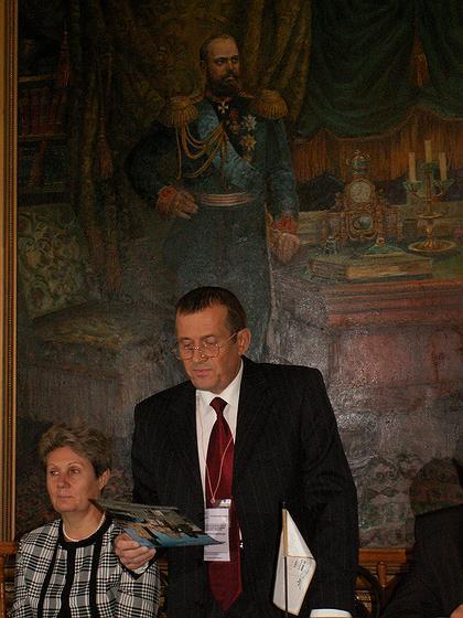 Директор ГИМЗ «Родина В.И.Ленина» председатель оргкомитета IV Сытинских чтений А.Н.Зубов открывает работу конференции