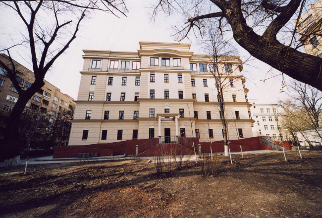Multipurpose inhabited complex on Sivtsev Vrazhek