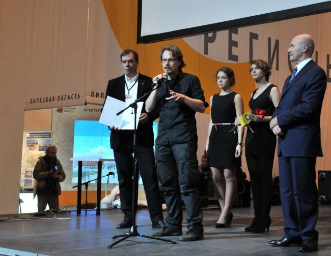 Петр Виноградов, председатель молодежного объединения СМА, получил диплом за активную поддержку и продвижение различных архитектурных молодежных проектов