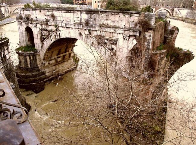 Остатки моста цензора Эмилия Лепида