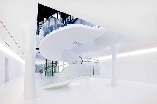 Новое крыло и вестибюль Музея Дренте © J. Collingridge