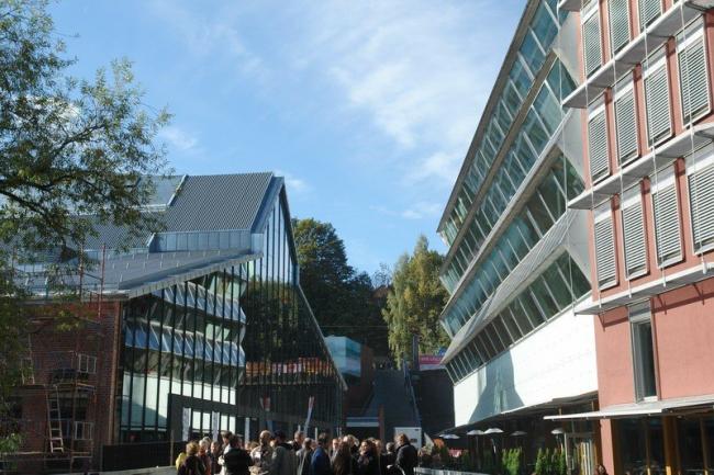 Центр конгрессов и выставок Vulkan. Слева - здание конференц-центра, где проходил День архитектуры. Фото Нины Фроловой