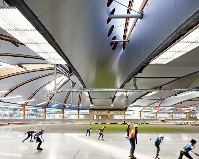 "Конькобежный стадион ""Max Aicher Arena"" – реконструкция © Meike Hansen"