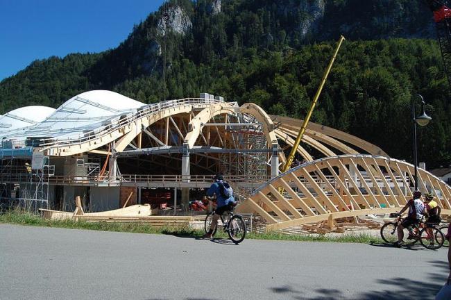 """Конькобежный стадион """"Max Aicher Arena"""" – реконструкция. Процесс строительства. Фото Wikimedia Commons"""