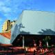 Фасад нового корпуса Йоханнесбургского Университета выполнен из титан-цинка RHEINZINK-prePATINA blaugrau в технике углового стоячего фальца
