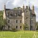 Витражи и камины: сколько стоят замки в Шотландии