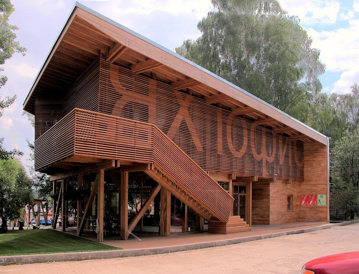 опирается правой фасады ресторанов с отделкой деревом фото наших